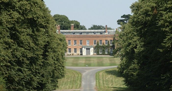 Braxted Park Estate - house and driveway